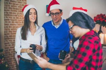 Weihnachtsfeier Mitarbeiter.Firmen Weihnachtsfeier Gesetzliche Unfallversicherung Springt Nur