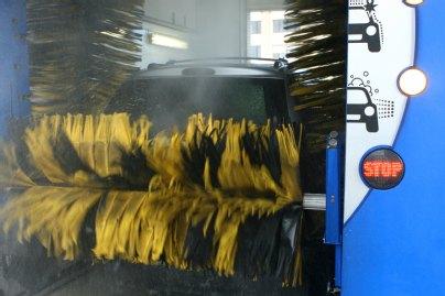 3edcdd386cefca Doch gerade im Winter sollte man im Interesse der eigenen Sicherheit von  Zeit zu Zeit sein Auto waschen lassen. Ist das Auto sauber